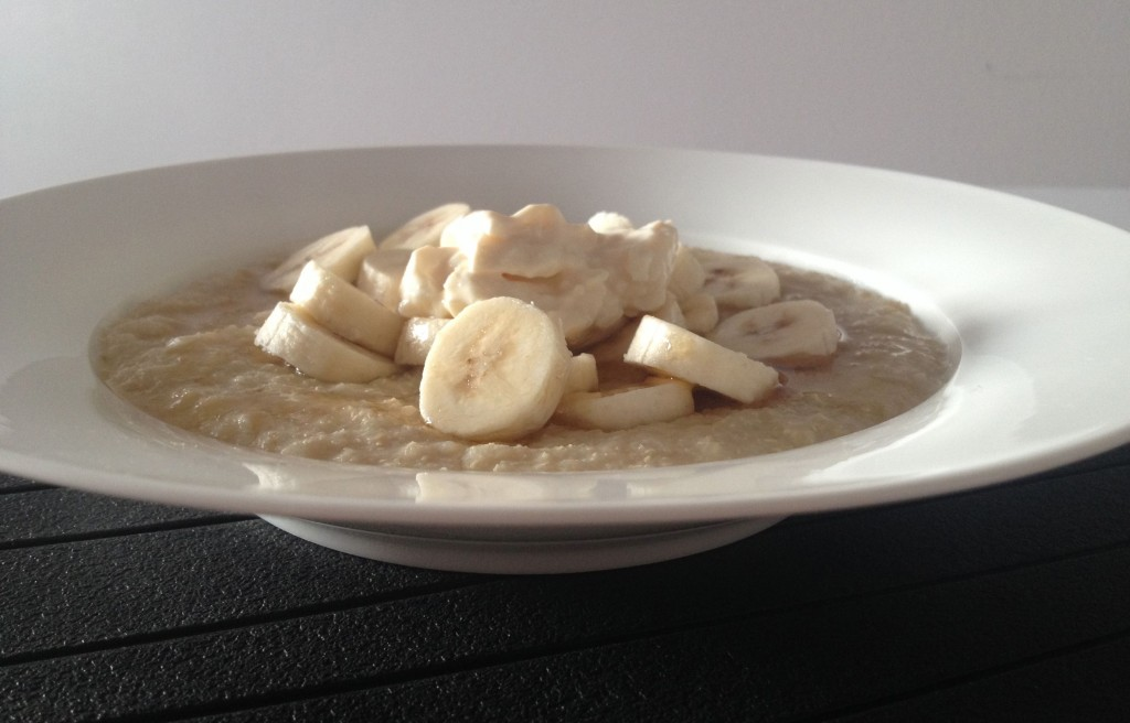 Quinoa flake porridge with banana and honey