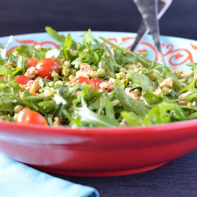 Today's #meatlessmonday linkup offering is this tasty pesto israeli couscous salad. Why don't you stop by I Spy Plum Pie & add your recipe too! #vegan #salad #ontheblog #linkup #pesto