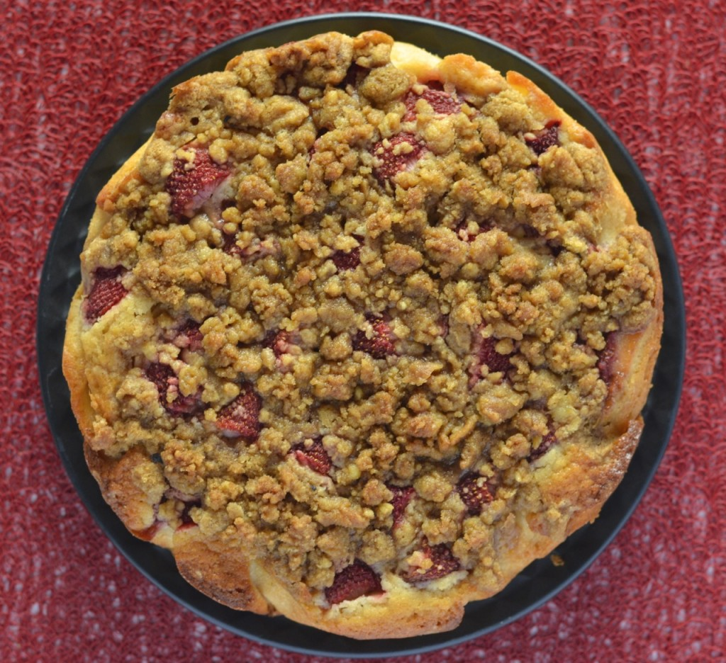 Apple Strawberry Crumble Cake