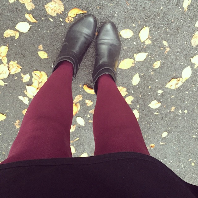 One of my favourite things about this time of year is the return of coloured tights! #autumn #tights
