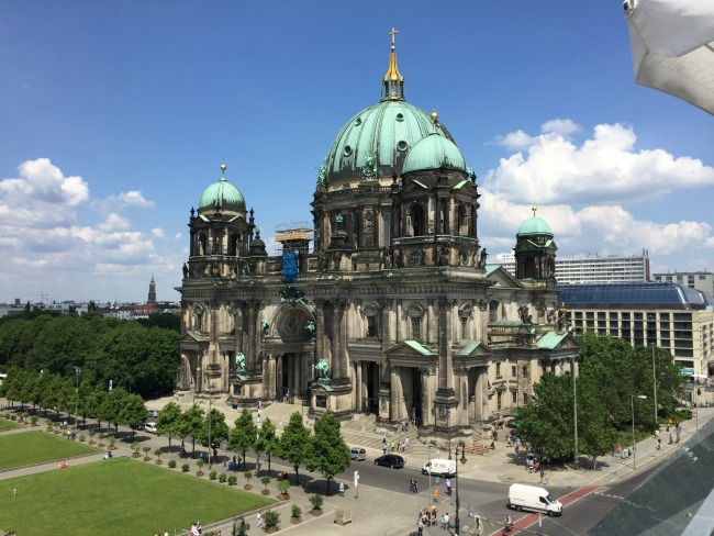Berlin Exploring: Free Walking Tour, Museum Island, East Side Gallery & More