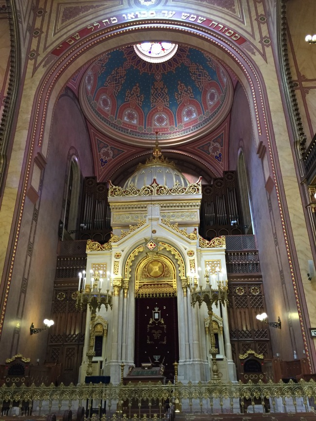 Budapest Exploring: Jewish Quarter, Grand Synagogue & Ruin Pubs