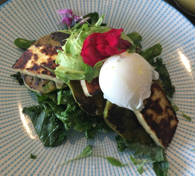 Port Douglas Eating: Betty's Bohemian Beach Cafe