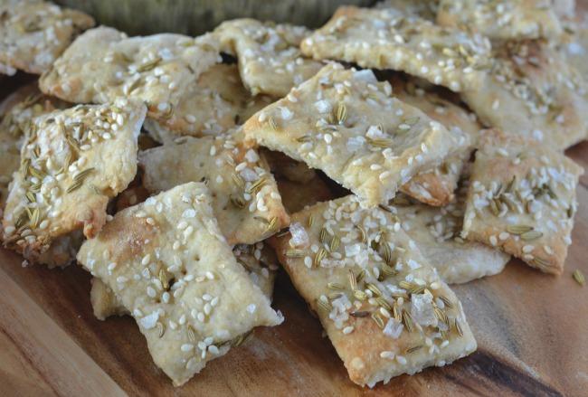 Simple Homemade Crackers   I Spy Plum Pie