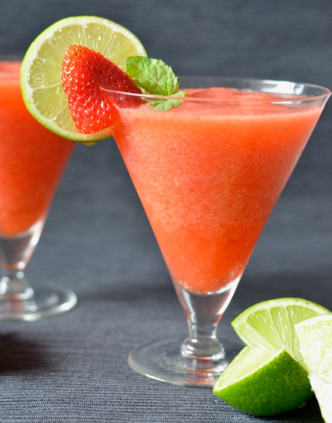 Strawberry Lime Prosecco Slushie | I Spy Plum Pie