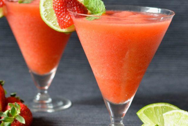 Strawberry Lime Prosecco Slushie | I Spy Plum Pie