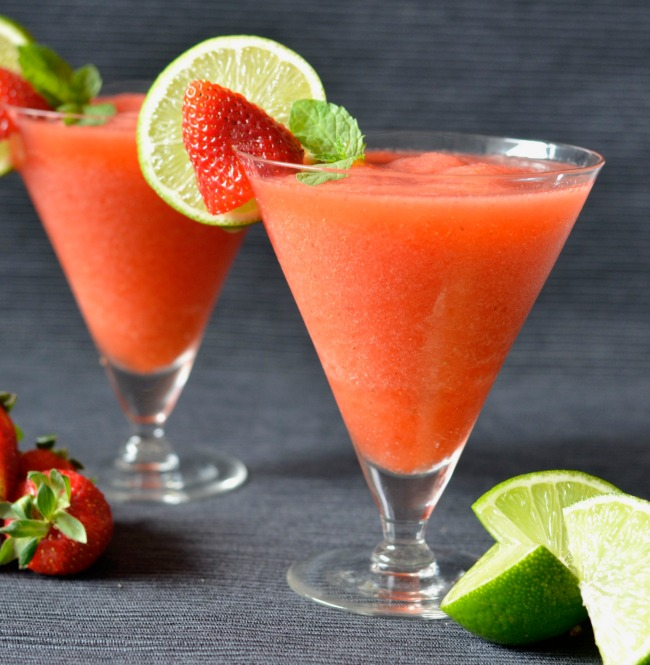 Strawberry Lime Prosecco Slushy | I Spy Plum Pie
