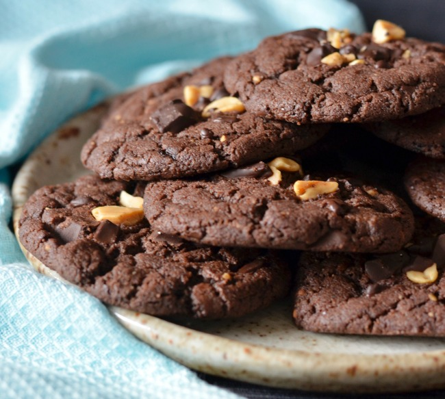 Dark Chocolate Peanut Cookies | I Spy Plum Pie