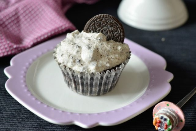 Vegan Cookies and Cream Cupcakes | I Spy Plum Pie