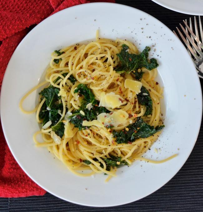 Kale Spaghetti Aglio e Olio | I Spy Plum Pie