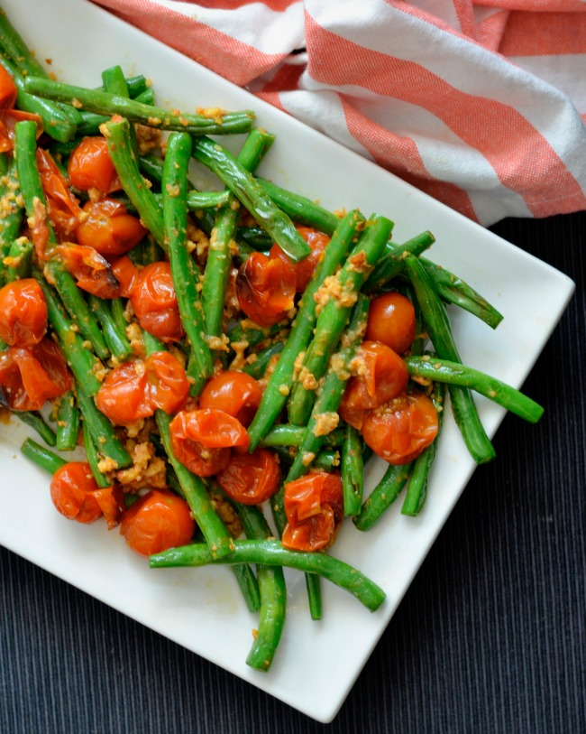 Green Beans with Tomato Almond Pesto | I Spy Plum Pie