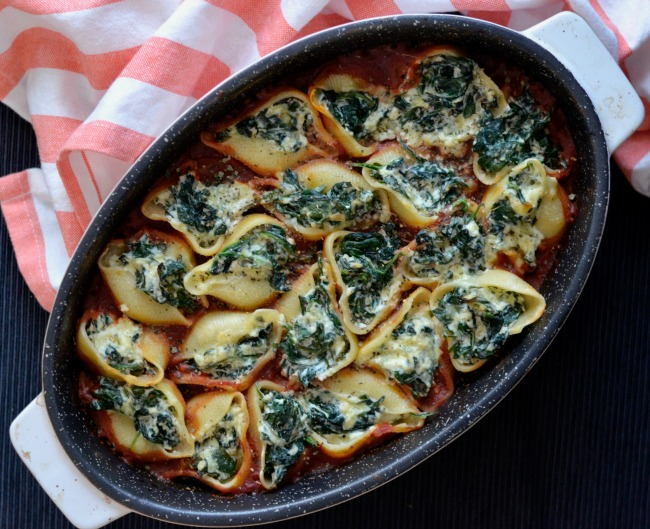 Spinach Ricotta Stuffed Pasta Shells | I Spy Plum Pie