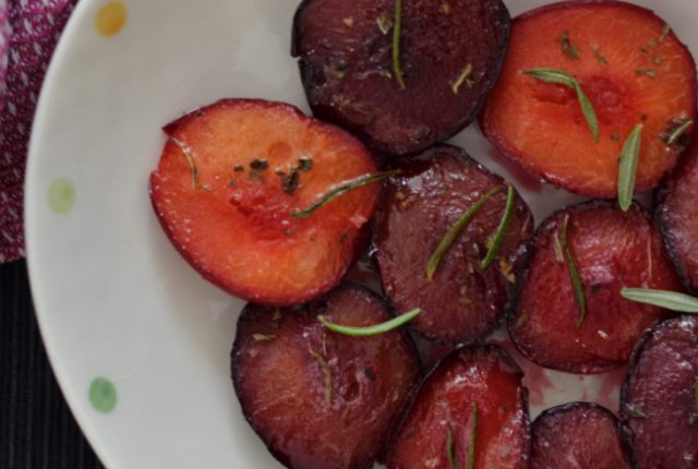 Rosemary Thyme Roasted Plums | I Spy Plum Pie