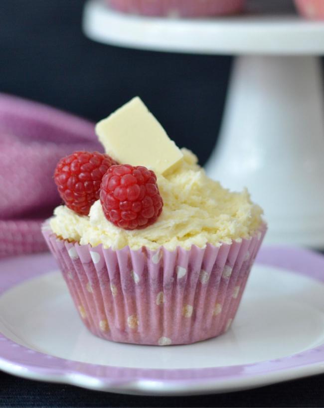 Raspberry White Chocolate Cupcakes | I Spy Plum Pie