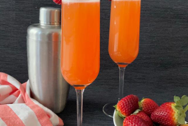Grapefruit Strawberry Mimosas | I Spy Plum Pie