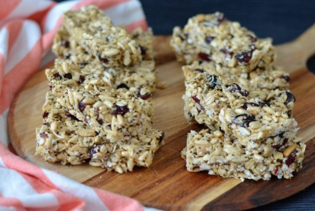 Cashew Cranberry Muesli Bars | I Spy Plum Pie