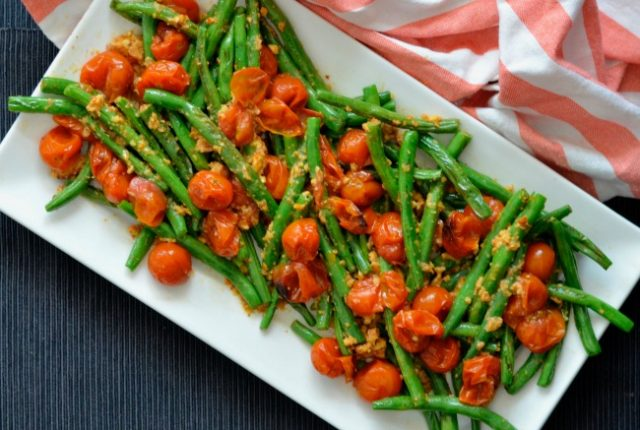 Green Beans with Tomato Almond Pesto   I Spy Plum Pie