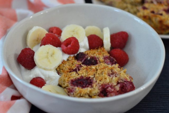 Raspberry Banana Baked Oatmeal | I Spy Plum Pie